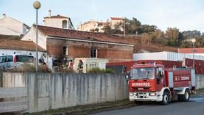 Detido homem suspeito de atear fogo que destruiu clube fluvial de Odemira