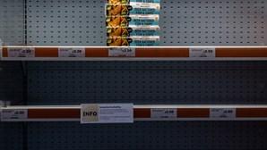 Milhares de britânicos correm aos supermercados para assegurar armazenamento para o Natal