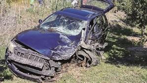 Homem morre em choque violento de carro e motas no Bombarral