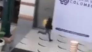 Cara de assaltante do Colombo capturada no sistema de videovigilância do centro comercial