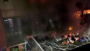 Pelo menos 25 mortos e vários feridos em incêndio em Taiwan