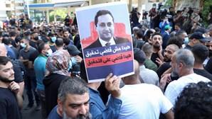 Pelo menos seis mortos durante protesto contra juiz do processo da explosão no porto de Beirute