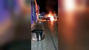 Mulher incendeia carrinha e contentor do lixo em Coruche