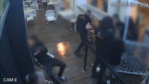 PSP tira título profissional a segurança que espancou cliente em discoteca de Albufeira