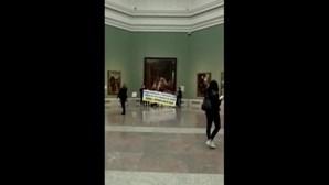 Sobreviventes de envenenamento em massa barricam-se no Museu do Prado em Madrid e ameaçam cometer suicídio