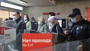 Rússia adota dias sem trabalho para combater aumento de casos de Covid-19