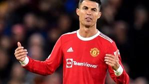 Cristiano Ronaldo culpa colegas de equipa pela humilhação do Manchester United frente ao Liverpool