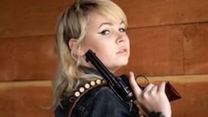 Responsável no filme de Alec Baldwin terá dado uma arma a atriz de 11 anos sem a verificar