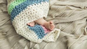 Pais afegãos vendem bebé por 430 euros para poderem alimentar restantes filhos