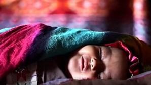 Pais vendem filha para alimentar a família no Afeganistão