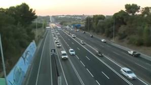 Buzinão contra o aumento dos combustíveis no acesso à Ponte 25 de abril