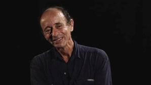 Morreu o jornalista Max Stahl, que documentou massacre do cemitério de Santa Cruz em Timor-Leste