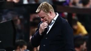 Barcelona anuncia demissão do treinador Ronald Koeman