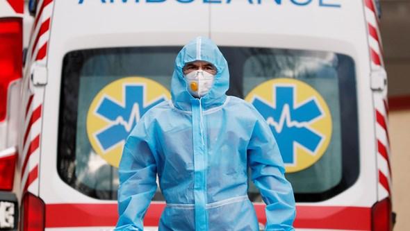 Nova vaga da Covid-19 alastra na Europa com jovens na mira das infeções