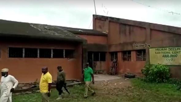 Homens armados atacam prisão na Nigéria. 575 presos estão desaparecidos