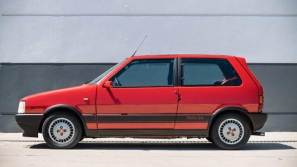 Fiat Uno 'português' de 1988 vendido por mais de 14 mil euros nos EUA