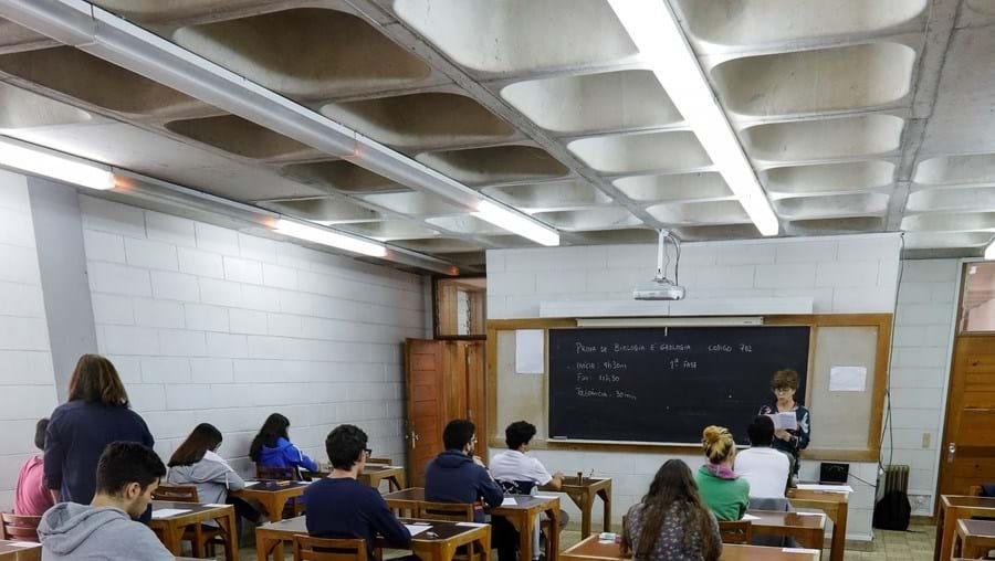 Governo garante reforço de verbas para o ensino básico e secundário
