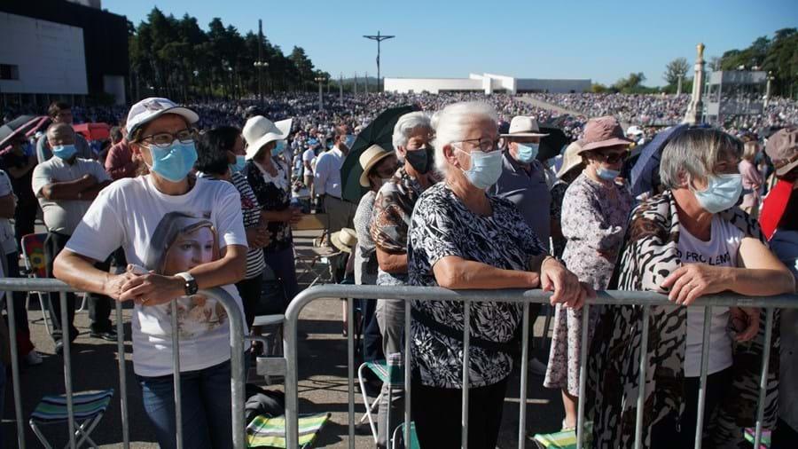 Peregrinos estiveram em grande número na Procissão do Adeus