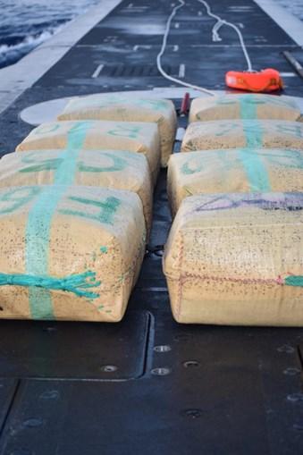 Droga encontrada à deriva em Olhão pelo submarino da Marinha Tridente